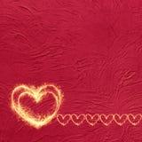 Fundo vermelho do grunge do vintage com corações de incandescência Fotos de Stock Royalty Free
