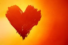 Fundo vermelho e amarelo abstrato com coração imagem de stock