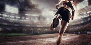 Fundos do esporte Estádio e pista de atletismo de futebol 3d rendem Fotos de Stock Royalty Free