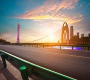 Fundos modernos da arquitetura do marco da cidade de nuvens cor-de-rosa Imagem de Stock