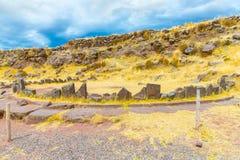 Funerary torens en ruïnes in Sillustani, de voorhistorische ruïnes van Peru, Zuid-Amerika Inca dichtbij Puno stock afbeeldingen