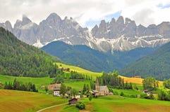 Funes Bolzano Fantastiskt landskap i Dolomites Arkivbilder