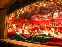 Funfair und Hütten für den Weihnachtsmarkt stockfotografie