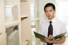 fungerande barn för asiatiskt kontor arkivbilder