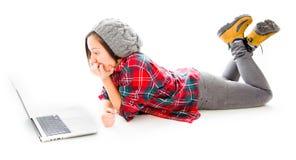 fungerande barn för bärbar datorkvinna Royaltyfri Fotografi