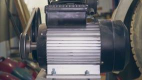 Fungerande kompressor på stationsnärbilden arkivfilmer
