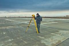 Fungerande surveyour royaltyfri bild