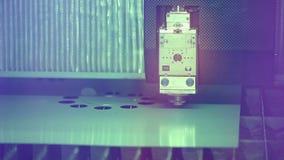 Fungerar robotic metallcutter för laser med metall close upp lager videofilmer