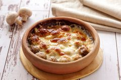 Funghi al forno con formaggio immagine stock libera da diritti