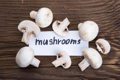 Funghi con testo sulla tavola Immagine Stock