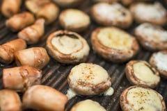 Funghi dei funghi prataioli sulla griglia Fotografia Stock