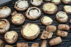 Funghi dei funghi prataioli sulla griglia Fotografia Stock Libera da Diritti