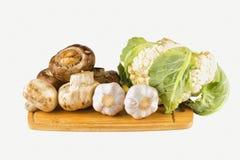 Funghi e verdure su un fondo isolato Fotografia Stock