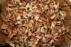 Funghi fritti su un piatto immagine stock