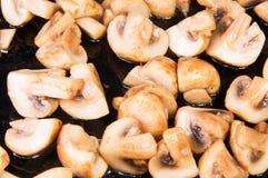Funghi prataioli arrostiti divisi Fotografie Stock Libere da Diritti