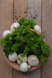 Funghi prataioli e prezzemolo freschi Fotografia Stock