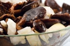 Funghi salati in piatto di vetro Fotografia Stock