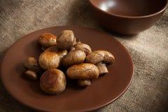 Funghi su un piatto Immagini Stock
