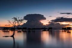 Fungo atomico durante il tramonto Fotografia Stock