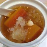 Fungo bianco con la papaia fotografia stock