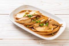 fungo di ostrica in padella di re in salsa dell'ostrica immagini stock