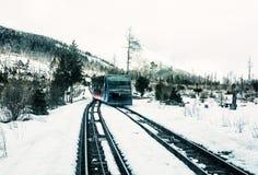 Funicolare alle alte montagne di Tatras in Slovacchia, fil blu Fotografie Stock