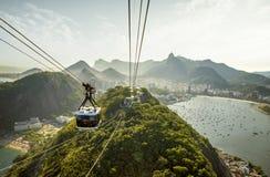 Funiculaire allant ? la montagne de Sugarloaf en Rio de Janeiro image libre de droits