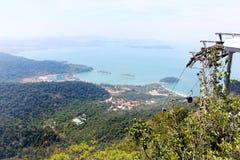 Funiculaire, ascenseur aérien au-dessus des forêts de Langkawi, Malaisie Photos libres de droits