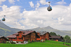 Funiculaire dans les Alpes suisses Photographie stock