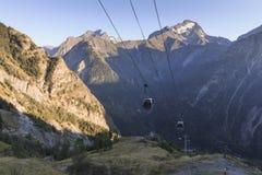 Funiculaire de deux Alpes de Les à Venosc à l'été image stock