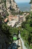 Funiculaire de Montserrat funiculaire avec vue sur des monas de Montserrat Image libre de droits