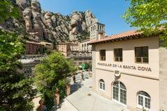 Funiculaire de Montserrat funiculaire avec vue sur des monas de Montserrat Photographie stock libre de droits