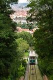 Funiculaire historique à la colline de Petrin à Prague Image libre de droits