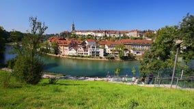 Funiculaire sur la banque de la rivière d'Aare au centre de la ville de Berne switzerland clips vidéos