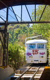 Funicular del Tibidabo在巴塞罗那 Funicular del Tibidabo是一个缆车在连接Tibidabo的巴塞罗那 库存照片