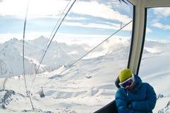 Funicular em montanhas de Cáucaso imagem de stock royalty free