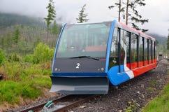 Funicular kolej przy Wysokimi Tatras górami w Sistani obrazy royalty free