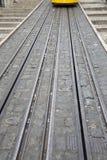 Funicular ślad i tramwaj; Rua da Bica De Duarte Belo ulica; Lis Obraz Royalty Free