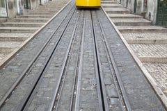 Funicular ślad i tramwaj; Rua da Bica De Duarte Belo ulica; Lis Obrazy Stock