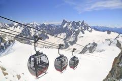 Funicular od punktu Helbronner Aiguille du Midi, Francja zdjęcia stock