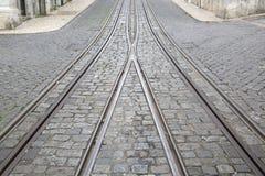 Funicular Tramwajowi ślada, Rua da Bica De Duarte Belo ulica; Lisbon Obrazy Stock