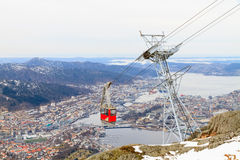 Funikuläre Kabine gegen Bergen, Norwegen. Stockbild