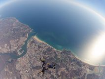 Funjumps, das von 12000 Fuß im freien Fall springt Lizenzfreie Stockfotografie