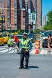 Funkcjonariusz Policji w ulicie Manhattan Miasto Nowy Jork Zdjęcie Royalty Free