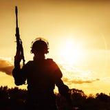 Funkcjonariusz policji z broniami Obrazy Royalty Free