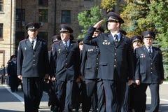 Funkcjonariuszi policji na stroevoj przeglądzie obraz royalty free