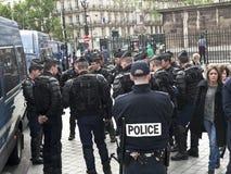 Funkcjonariuszi policji ubierający dla bitwy Zdjęcie Stock
