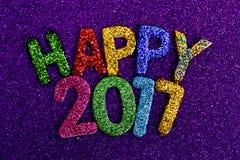 Funkelnde Buchstaben, die den Text glückliches 2017 bilden Stockbild