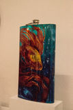 Funkelnde Flasche mit einem Goldfisch nannte EL Padrino durch Lowrider Lizenzfreies Stockfoto