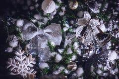 Funkelnde Sterne der Weihnachtsdekorationen und Weihnachtsglocken Acces Stockbilder
